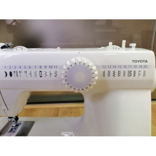 Електромеханічна швейна машина Toyota CU37 EU