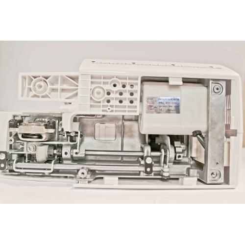 Електромеханічна швейна машина Minerva MAX10M