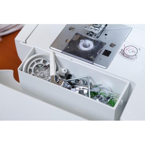 Комп'ютеризована швейна машина Minerva MC 370C