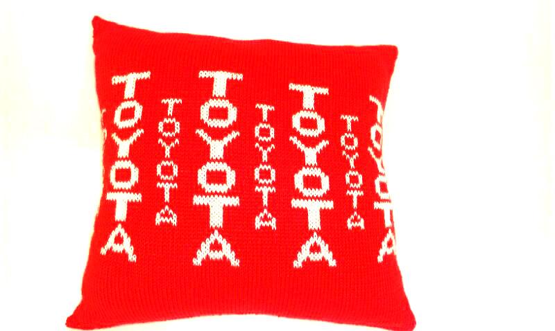 Даруємо подушку з логотипом бренда виробника TOYOTA! - фото 4 - новина в інтернет-магазині Sewgroup