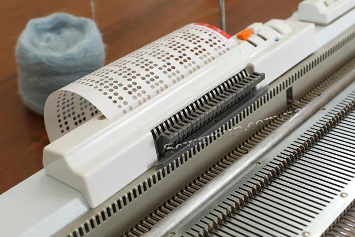 Видеообзор вязальной машины Minerva JBL 245-2 - фото 3 - новость в интернет-магазине Sewgroup